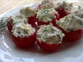 Помидоры фаршированные сыром, чесноком и зеленью
