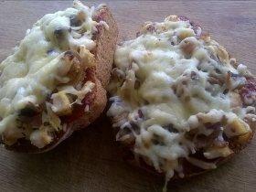 Горячие бутерброды с грибами и курицей