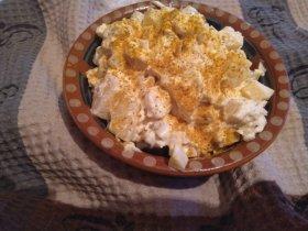 Салат с курицей, ананасами и карри