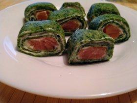 Зеленые блины с семгой и сливочным сыром