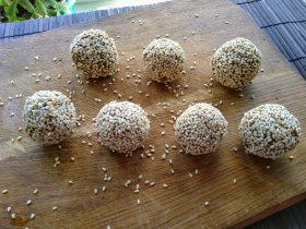 Пряный печеночный паштет - шарики в кунжуте