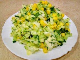 Салат из капусты с кукурузой и огурцами