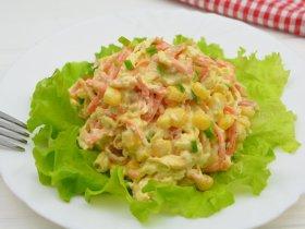 Салат с морковкой по-корейски и копченым сыром