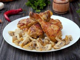 Куриные ножки с грибами под сливочным соусом