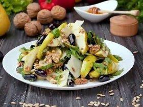 Салат с рукколой и грушей