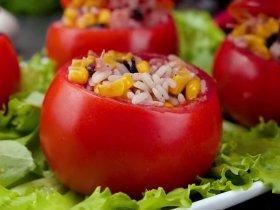 Фаршированные помидоры рисом и салями