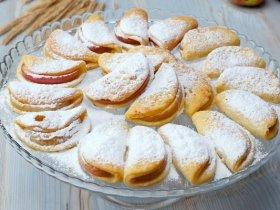 Творожное печенье с дольками яблока