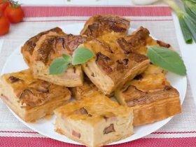 Луковый пирог с сыром и беконом